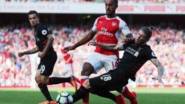 Liverpool y Arsenal se retan en Anfield por la cuarta plaza