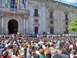 Alumnos de la Hispalense secundan la huelga general educativa y convocan para el 9M asamblea general
