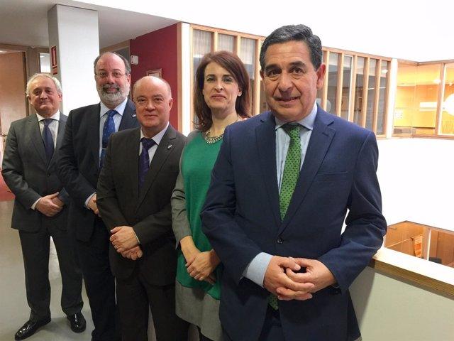 Julio Sanz, en primer plano, nuevo presidente de la Abogacía.