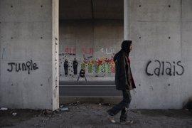 Las autoridades de Calais prohíben las aglomeraciones para evitar incidentes entre inmigrantes