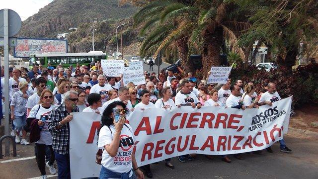 Manifestación contra el cierre de los quioscos de Las Teresitas