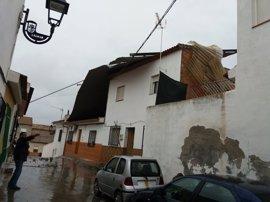 El viento desplaza un tejado y causa daños en varias viviendas de Láchar (Granada)