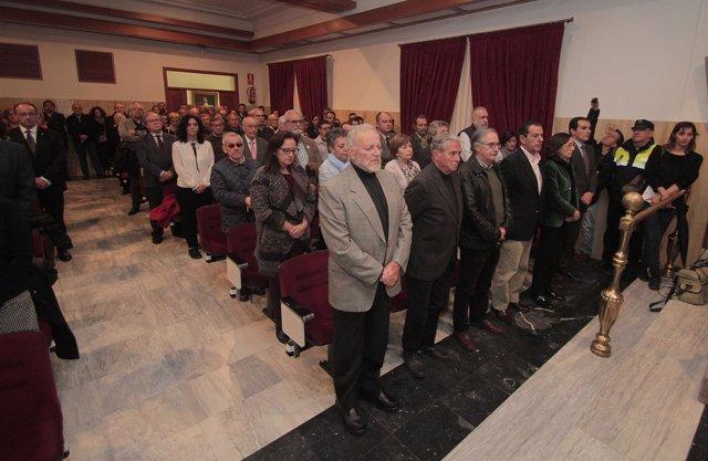 Celebración del Pleno con los exalcaldes al frente por la muerte de Andrés Ocaña