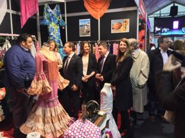 Reyes destaca el protagonismo de Andújar en la moda flamenca y el potencial económico de este sector
