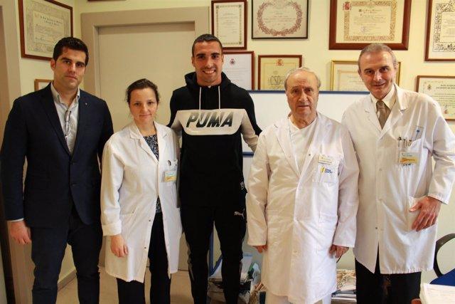 Sergio Asenjo, portero del Villarreal, tras ser operado en la Clínica Cemtro