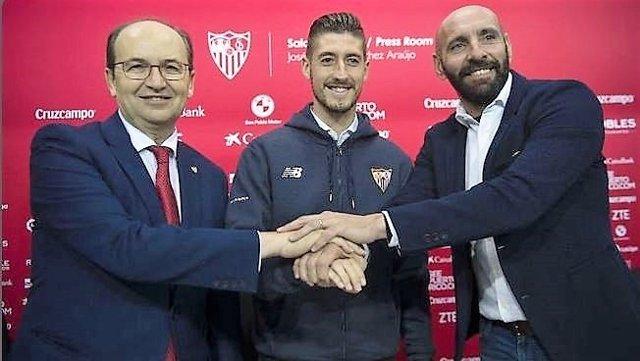 Sergio Escudero renueva con el Sevilla FC