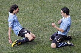 Suárez y Cavani encabezan la lista de Uruguay para los partidos ante Brasil y Perú