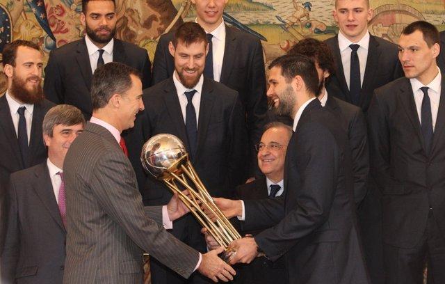 El Rey Felipe VI recibe al Real Madrid de baloncesto por la Copa