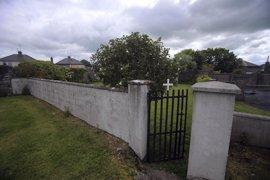 Confirman la existencia de restos de bebés y niños enterrados en un convento en el oeste de Irlanda