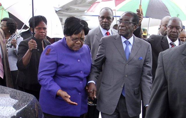 Robert Mugabe y Joice Mujuru