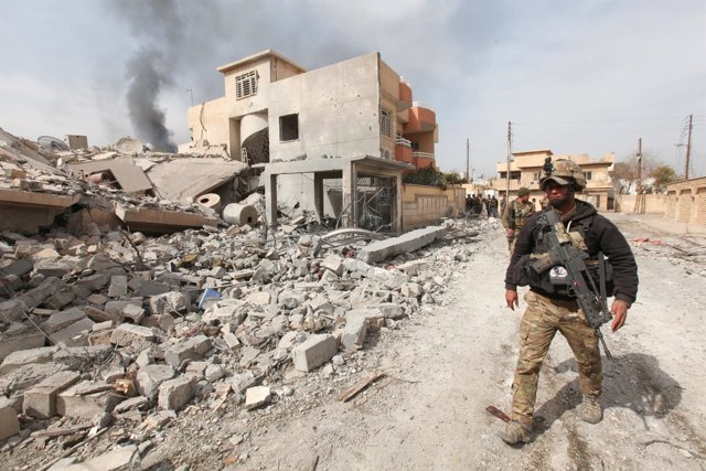 Members of the rapid response forces participate in a battle with Islamic State