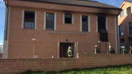 Bomberos de la Comunidad intervienen en un aparatoso incendio en una vivienda ocupada de San Lorenzo