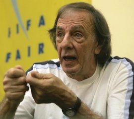 """Menotti cree que en la FIFA, """"mejor Maradona que cualquier tonto"""""""