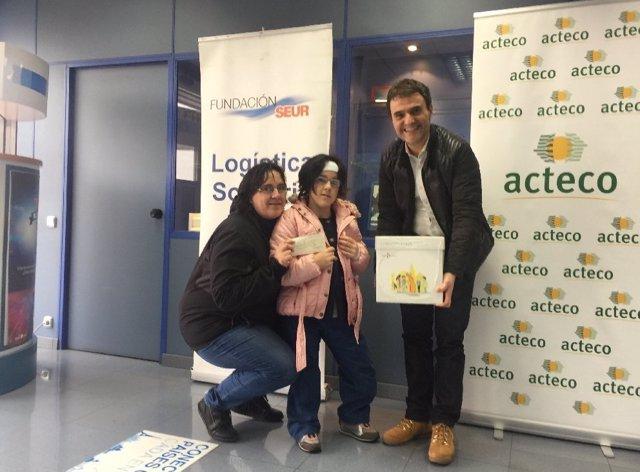 Nerea Ortiz, última beneficiaria de la campaña de recogida de tapones