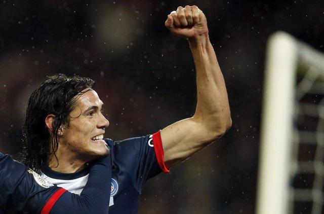 Edinson Cavani celebra el gol de la victoria ante el Olympiakos
