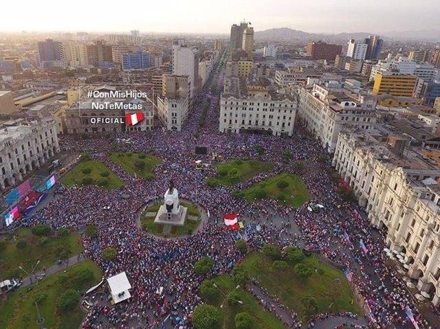 Manifestación en Lima contra la ideología de género