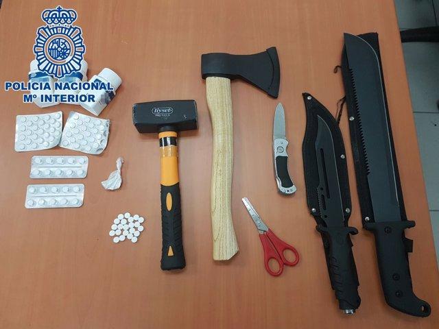 """Nota De Prensa: """"La Policía Nacional Detiene A Un Hombre Armado Con Varios Cuchi"""