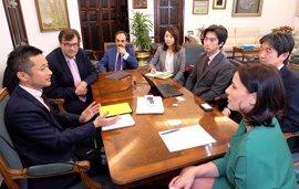 Empresarios japoneses se interesan por los desarrollos tecnológicos de Santander