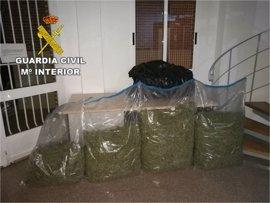 Detenido un hombre por llevar en su coche tres bolsas de basura con 21 kilos de marihuana
