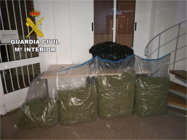 El detenido circulaba en un coche de alta gama cargado de sacos con la droga