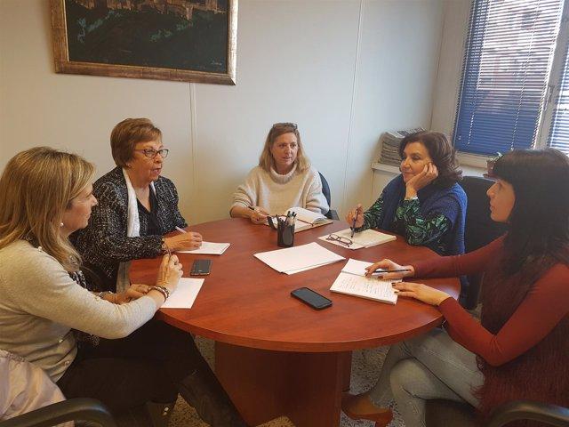 La diputada de Igualdad se ha reunido con representantes de Almur.