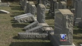 Tumban varias lápidas del histórico cementerio judío de Brooklyn, en Nueva York
