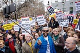 Miles de personas celebran la derogación de la fusión hospitalaria en Granada