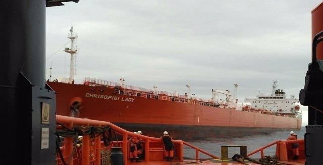 Salvamento Marítimo remolca buque a Algeciras