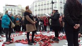Diez mujeres y un hombre se unen a la huelga de hambre contra la violencia de género en la Puerta del Sol