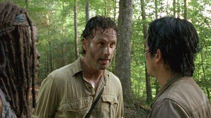 """Rick rinde un emotivo tributo a Glenn en el 7x12 de The Walking Dead: """"Él me salvó y yo no pude salvarlo"""""""