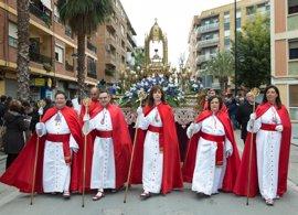 5.000 cofrades y músicos se adelantan a la Semana Santa en una procesión en Alboraia