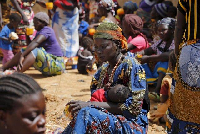 Mujer en un campo para desplazados internos en Nigeria