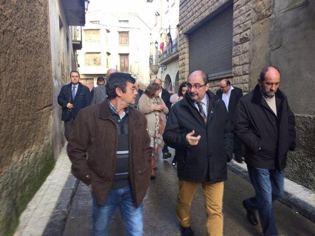 Lambán ha hablado de la venta de Opel en su visita a las Cinco Villas.