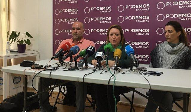 Secretaria de Organización de Podemos Canarias, Conchi Moreno, en el centro