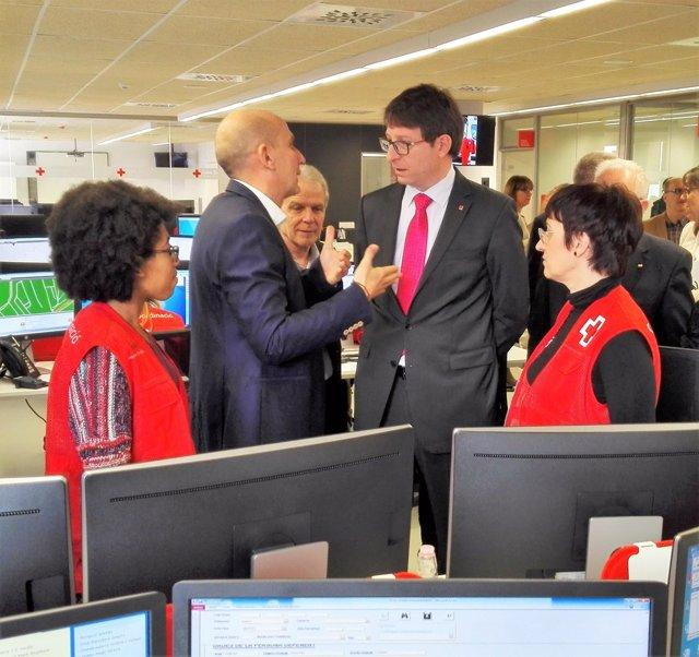 El conseller Carles Mundó visita las instalaciones de la Creu Roja