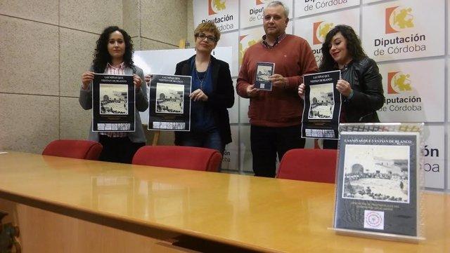 Ruz (centro), durante la presentación del documental