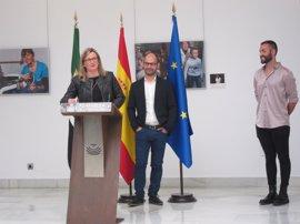 Una exposición fotográfica muestra en la Asamblea de Extremadura la labor de los terapeutas ocupacionales en la región