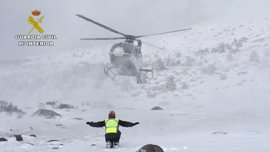 La Guardia Civil rescata a 12 excursionistas desorientados en el pico de Peñalara
