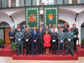 El ministro del Interior alaba la labor y dedicación diaria de los agentes de la Policía Nacional y de la Guardia Civil