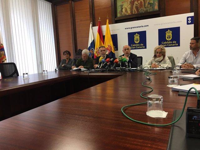 Antonio Morales con miembros de PSOE y con María Nebot y M.A.Rodriguez