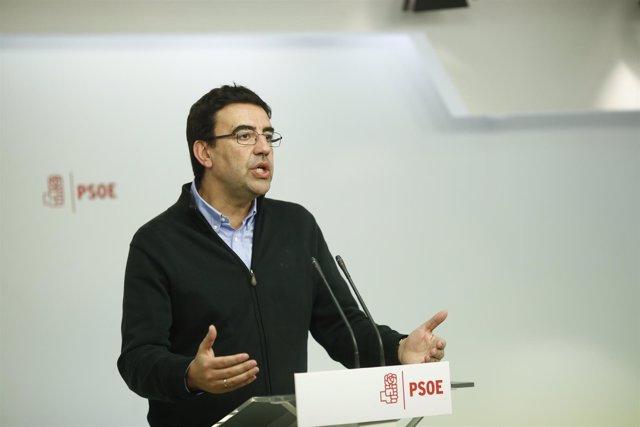 El portavoz de la Comisión Gestora del PSOE, Mario Jiménez, en rueda de prensa