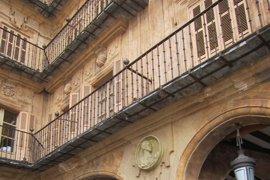El Ayuntamiento de Salamanca presenta el informe para retirar el medallón de Franco