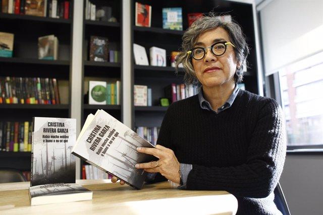 Cristina Rivera, autora del libro Había mucha neblina o humo o no sé qué