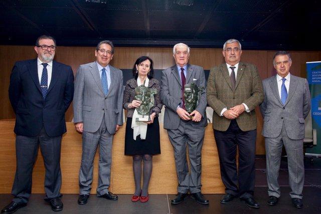 Foto de familia de los premios Giner de los Ríos y Victoria Kent