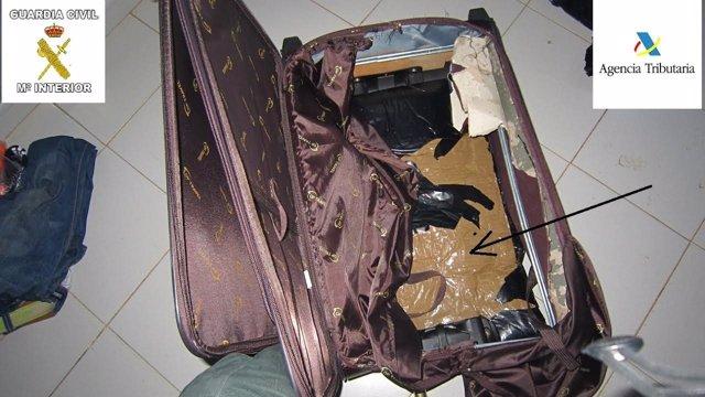 Droga oculta en una maleta intervenida en Melilla