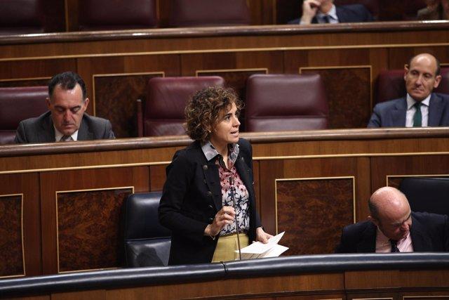 La ministra Dolors Montserrat en la sesión de control al Gobierno en el Congreso