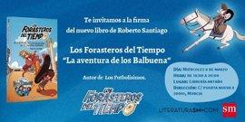 El escritor Roberto Santiago presenta este miércoles la última aventura de los 'Forasteros del Tiempo' en Murcia