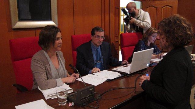 Isabel Ambrosio con Alba Doblas antes del Pleno