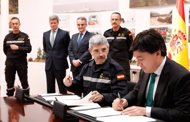 Firma del convenio entre Iberdrola y la UME