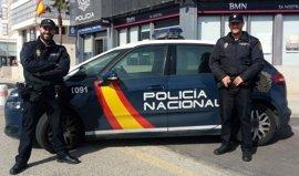 Dos policías salvan la vida a una mujer a punto de ahogarse en Palma